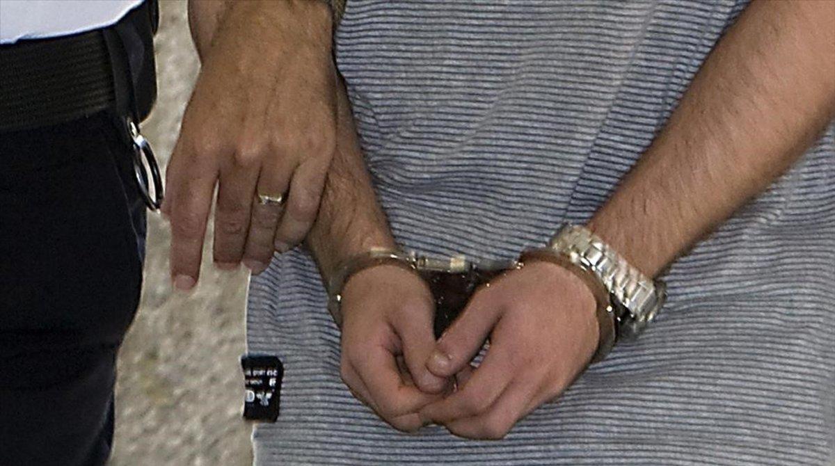 Custodia policial de un detenido.