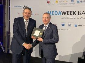 El delegado especial del estado en el CZFB, Pere Navarro, fue el encargado de recoger el premio.