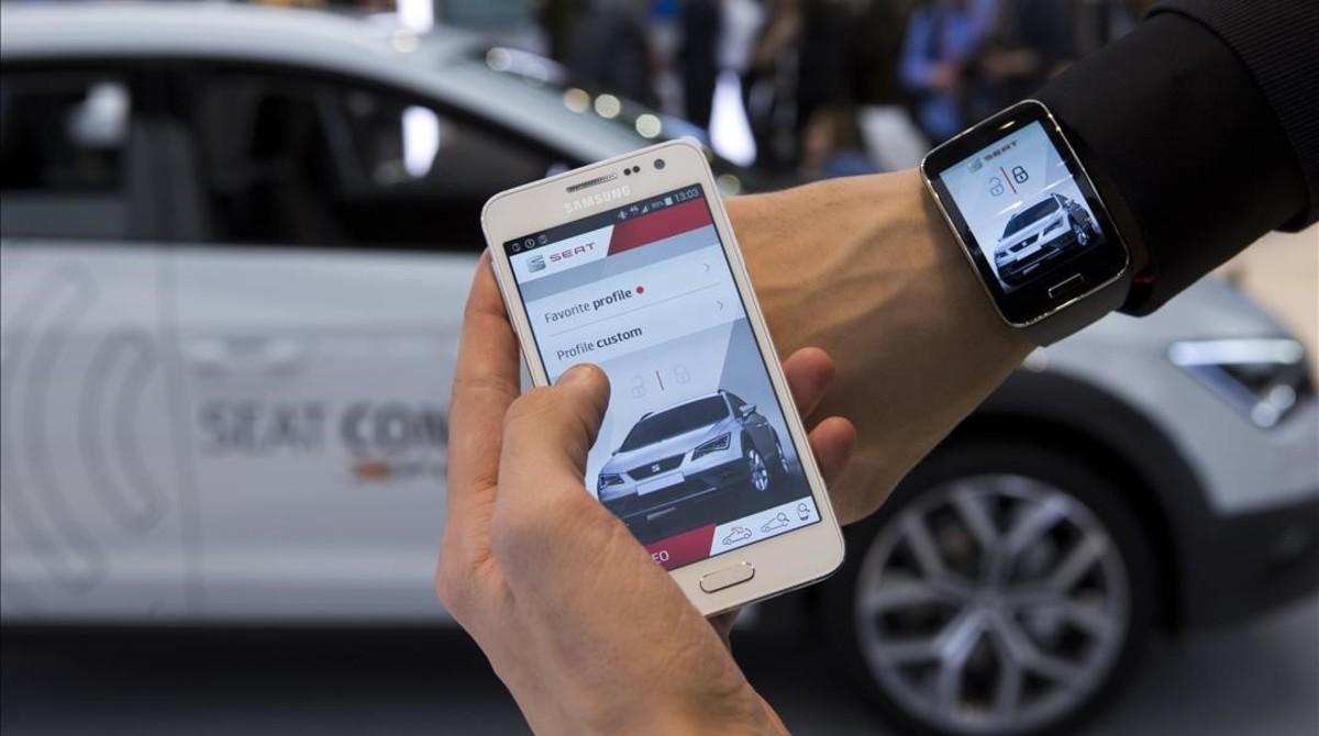 Demostración del coche conectado de Seat en una edición delMobile World Congress.