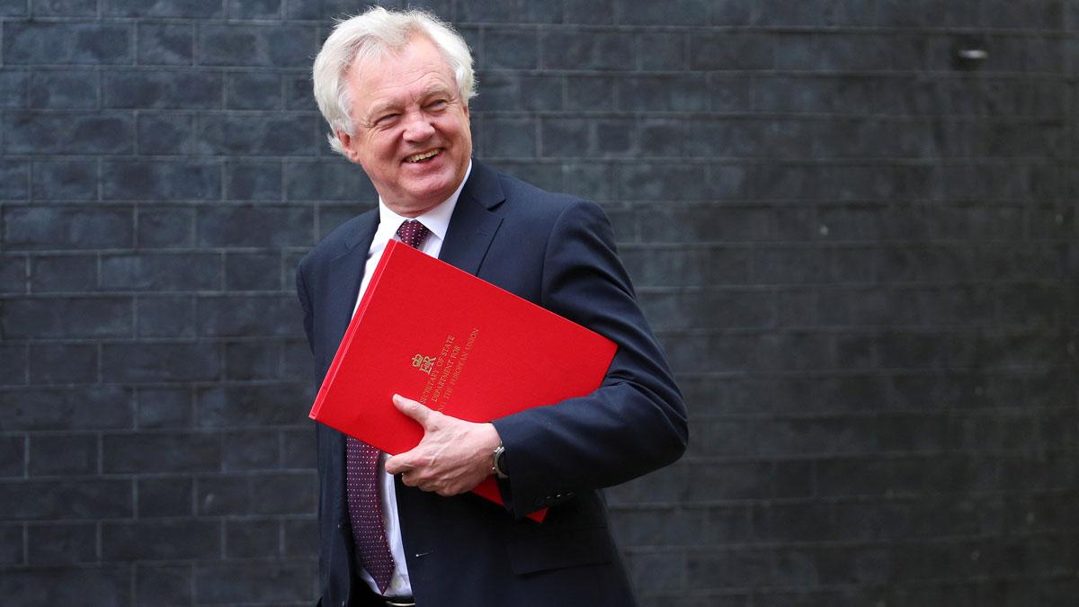 Dimite David Davis, el ministro británico del brexit .