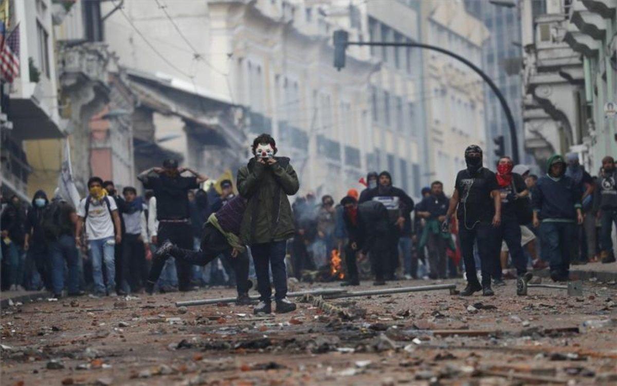 Aumenta los actos violentos durantelas protestas en Ecuador.