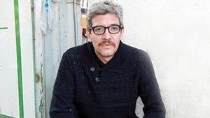 El escritor mexicano Emiliano Monge.