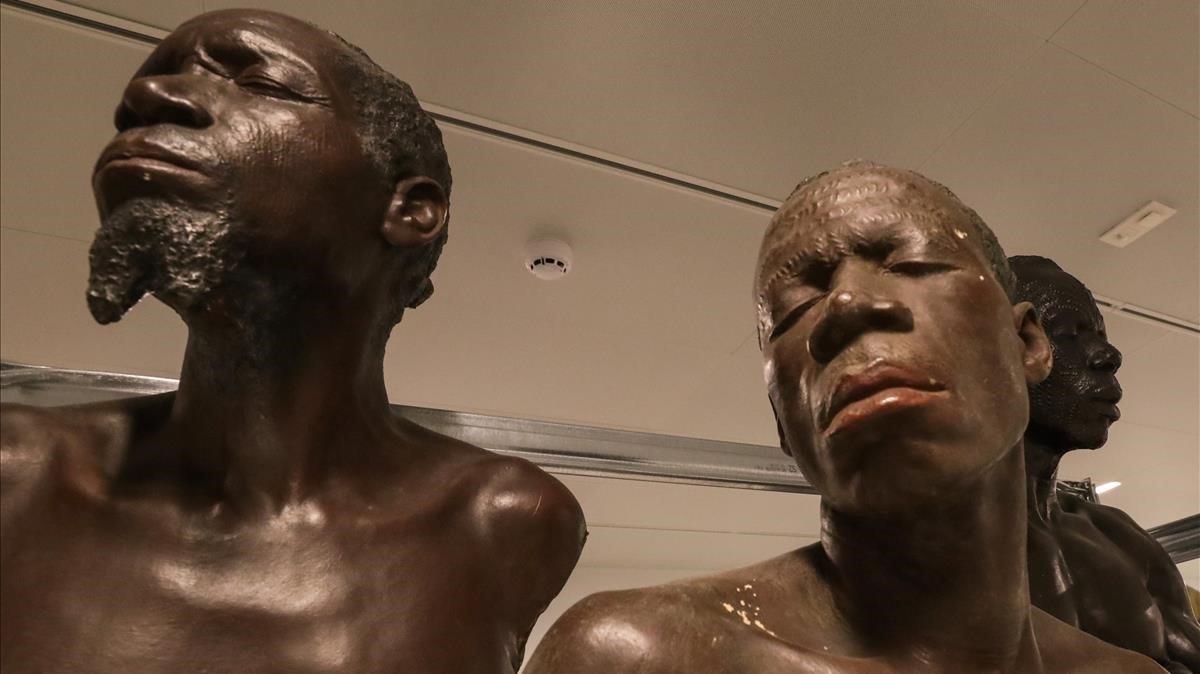 Estatuas en el Africa Museo, que reabre este domingo tras cinco años de profunda renovación