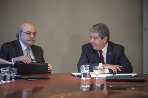 Francesc Homs (derecha), junto al conseller de Economia, Andreu Mas-Colell, durante una reunión del Govern.