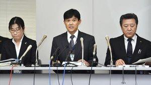 Funcionarios celebran una conferencia de prensa en la oficina del Gobierno de la Prefectura de Chiba sobre el caso de abuso de Mia Kurihara.