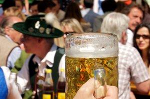 Els madrilenys combinen cervesa, paella, poble i platja per vacances