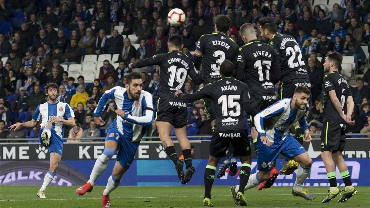 Granero marca el primer gol del partido.