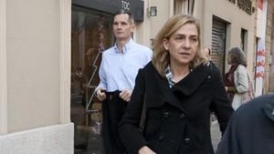 La infanta Cristina e Iñaki Urgangarin saliendo del restaurante Toc, en Barcelona, en diciembre del 2012.