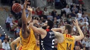 Bourousis evita la sentència del Barça