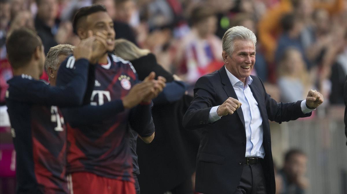 Jupp Heynckes celebra el segundo de los cinco goles del Bayern.