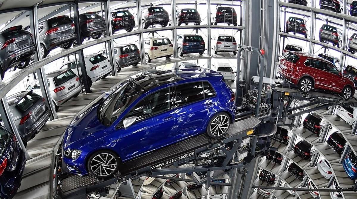 Almacén inteligente de coches de Volkswagen en Wolfsburg.