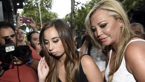 Andrea Janeiro, con su madre Belén Esteban, el día de la celebración de su 18º cumpleaños, el pasado mes de julio en Madrid.