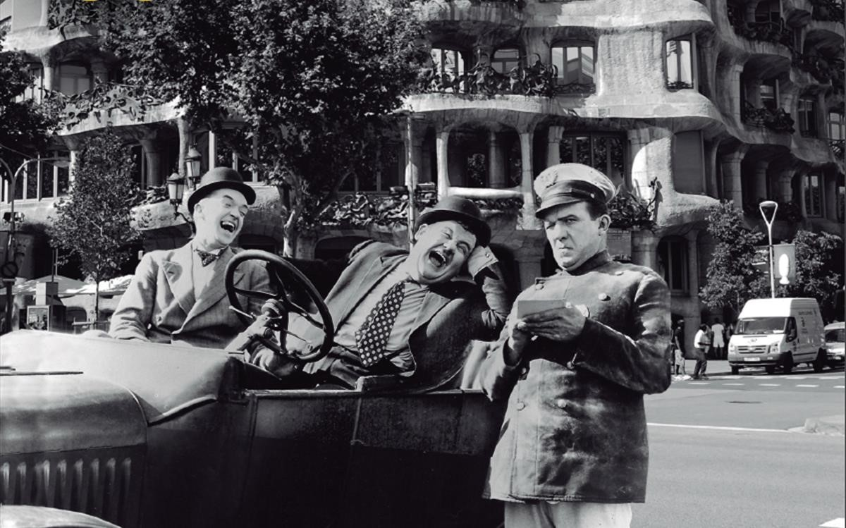 Oliver y Hardy, frente a La Pedrera.