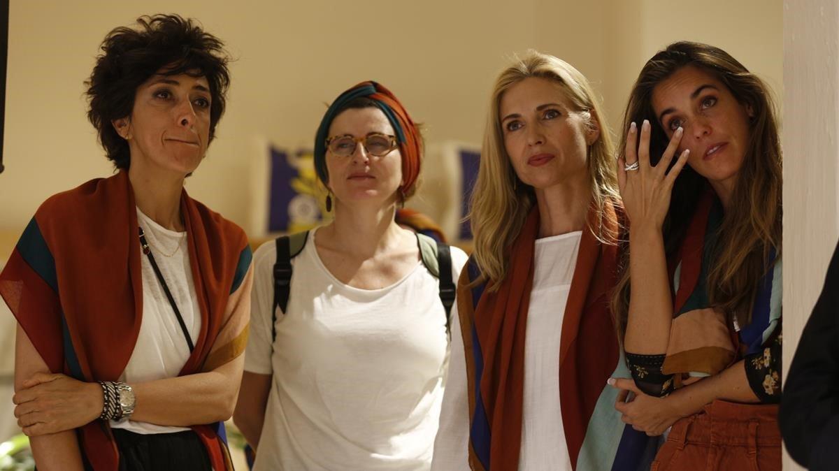 Un mocador solidari contra el càncer femení