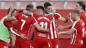 Los jugadores del Girona celebran el gol de Stuani al Almería en el partido de ida, en Montilivi.