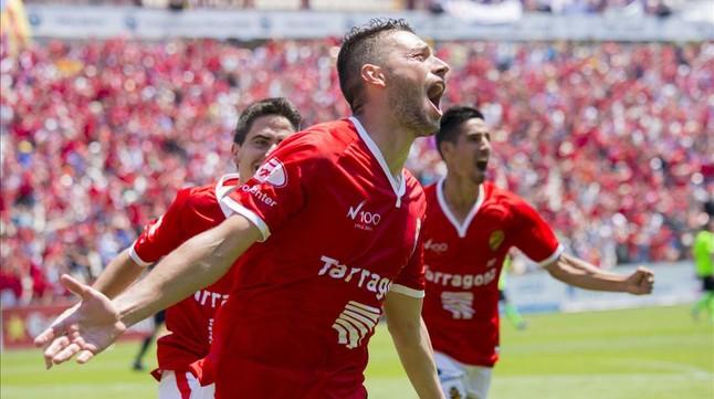 Los jugadores del Nàstic celebran uno de los goles que les devolvía a Segunda A.