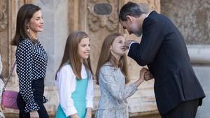 Los Reyes y sus hijas en Palma.