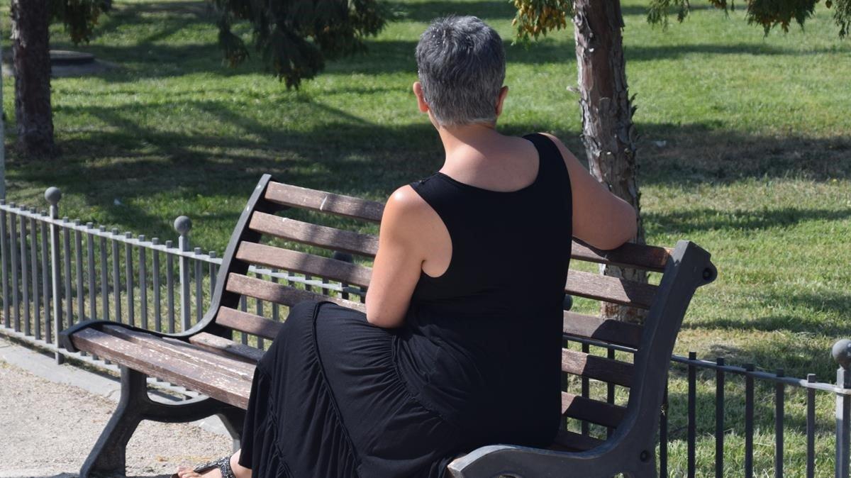 Inma, en un parque de la ciudad donde reside.