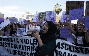 Manifestación de estudiantes el 8M en la plaza Universitat de Barcelona.