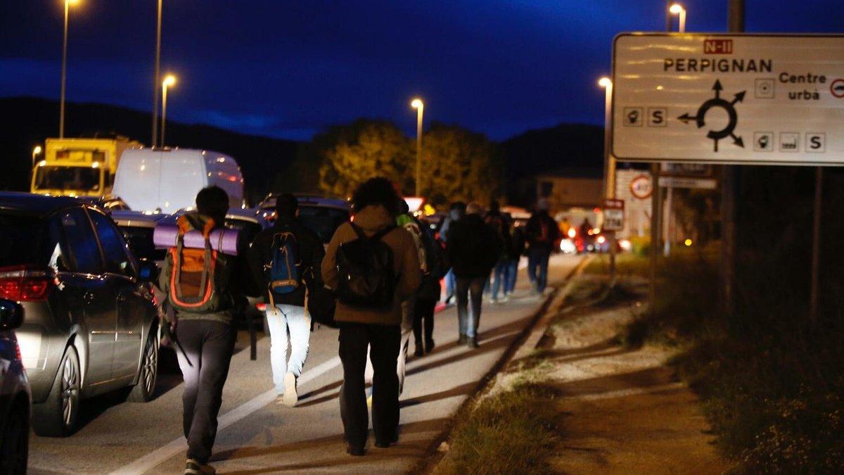 Manifestantes en la frontera.