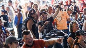 Milers de motards es concentren als EUA malgrat la pandèmia
