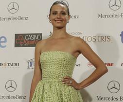 Michelle Jenner posa con un elegante vestido verde lima, a su llegada al Gran Casino de Madrid.