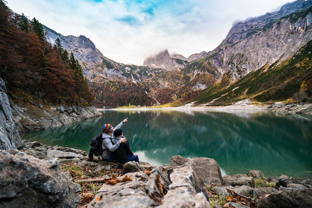 Las mejores apps para guiarte en la montaña este verano