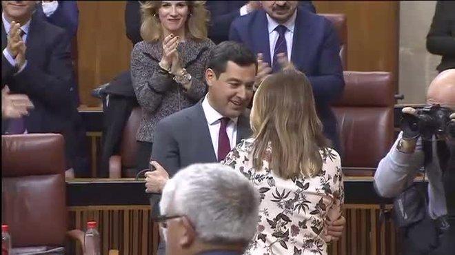 Susana Díaz, líder ya de la oposición en el Parlamento andaluz, ha sido la primera en felicitarle.