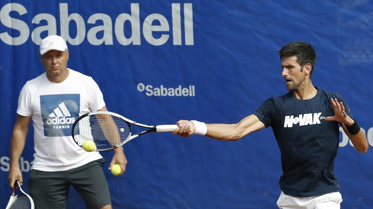 Novak Djokovic, entrenando este lunes en Barcelona.