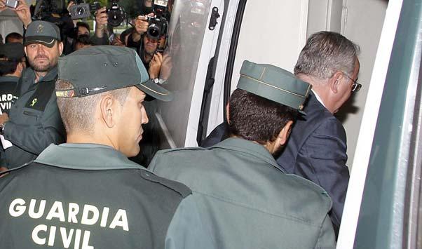 Presó per a lexconseller andalus, per la trama dels ETS