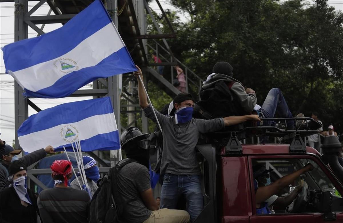 Protestantes salen de Managua rumbo a Masaya, ciudad símbolo de las protesta en contra del Gobierno