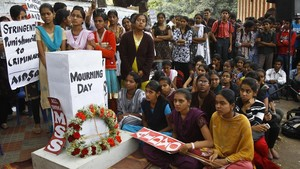 Protestas por la violación en masa de una joven en un autobús en Nueva Delhi en el 2012.