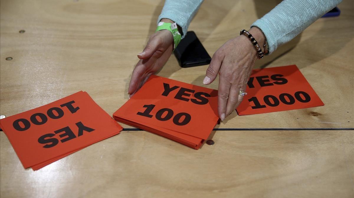 Papeletas del sí en un colegio electoral de Dublín.