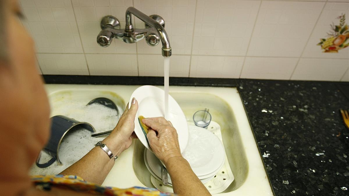 La remunicipalización del servicio de suministro de agua, a debate.