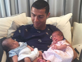 Cristiano Ronaldo ingressa en el club dels pares de bessons a la carta