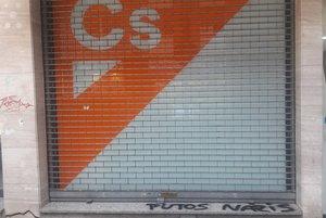 La sede de Ciudadanos en Girona, con la pintada aparecida este martes 30 de julio.