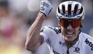 El ciclista sudafricano Daryl Ympey celebra el triunfo en Brioude, meta de la novena etapa del Tour.