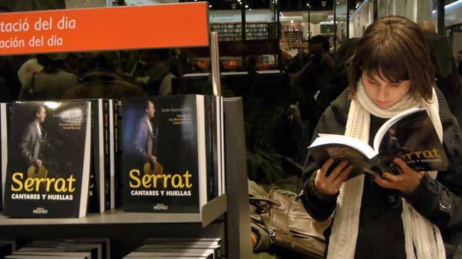 El escritor Luis García Gil presenta su monografía sobre el cantautor barcelonés.