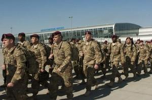 Llegada de paracaidistas estadounidenses a Ucrania.
