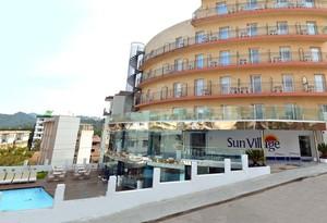 Fachada del hotel Sun Village de Lloret de Mar.