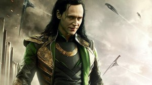 Tom Hiddleston interpretando a Loki en la película Thor.