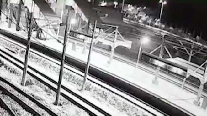 El trágico accidente de tren en Turquía captado por las cámaras de seguridad.
