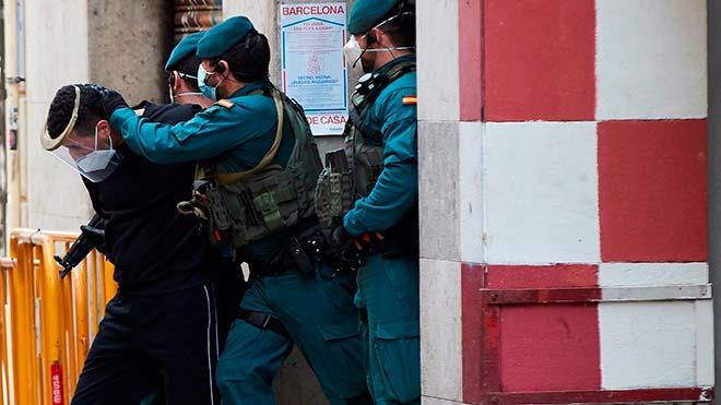 Trasladan al presunto Yihadista detenido en Barcelona a dependencias policiales.