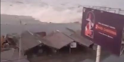 Un vídeo muestra el tsunami en Indonesia.