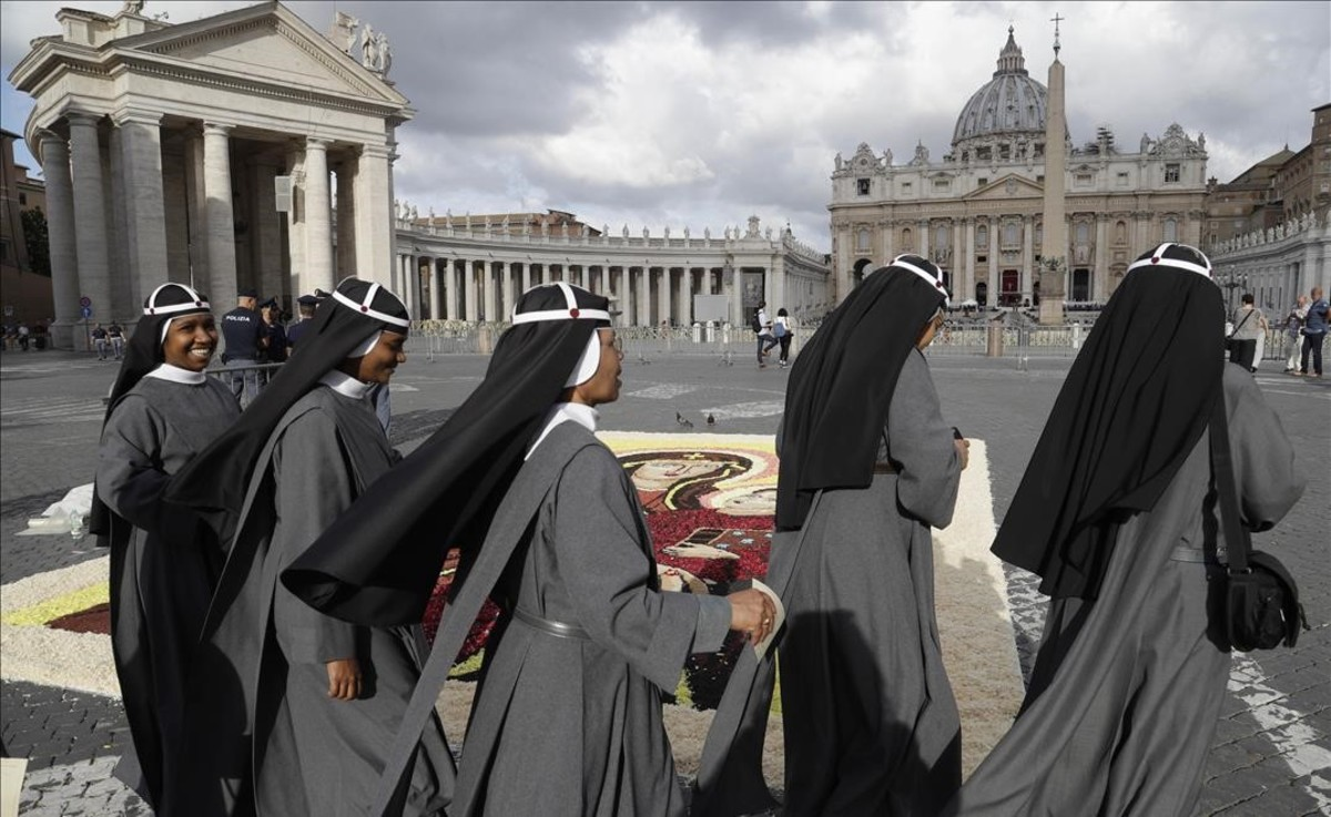 Un grupo de monjas llega a una misa celebrada a finales de junio del 2017 en el Vaticano.