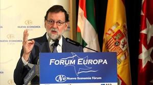 Mariano Rajoy, durante la presentación de una conferencia del dirigente del PP vasco Alfonso Alonso, este lunes en Madrid.