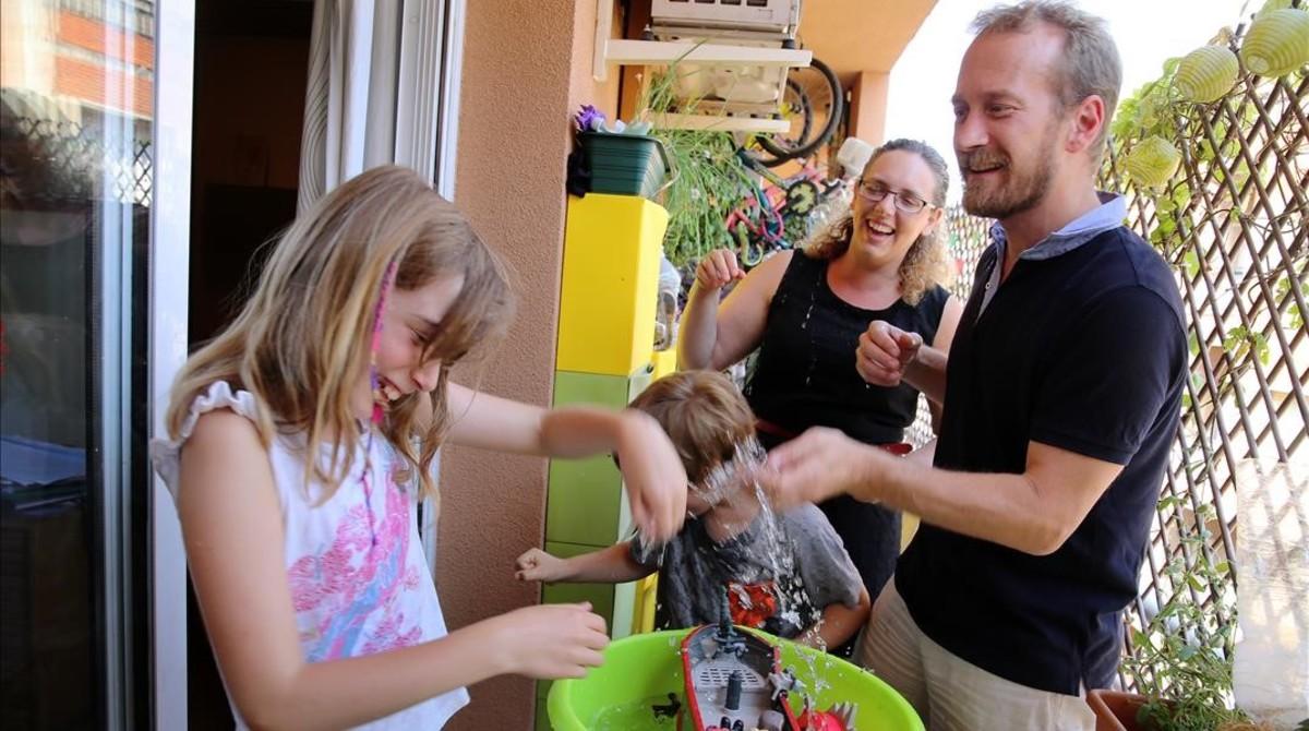 La familia Scherini-Goldstein repartirá el verano de sus hijos entre casals, campings y visitas a los abuelos en Italia.