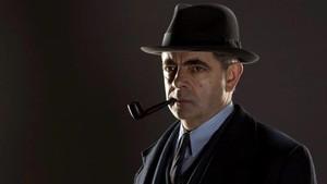 Rowan Atkinson, caracterizado como el comisario Maigret, en la serie de Filmin.
