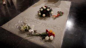 Set eurodiputats es queixen a la Comissió Europea per la suspensió de l'exhumació de Franco
