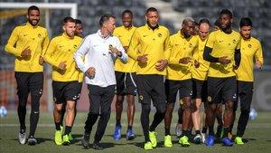 Los jugadores del Young Boys, en el entrenamiento en víspera del duelo contra el Valencia.